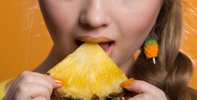mujer-comiendo-pina.jpg